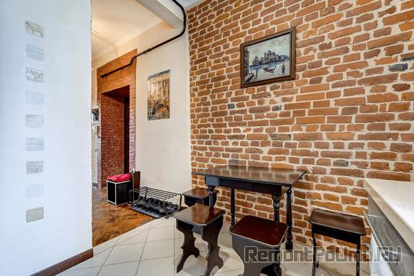 Искусственный камень на стене кухни