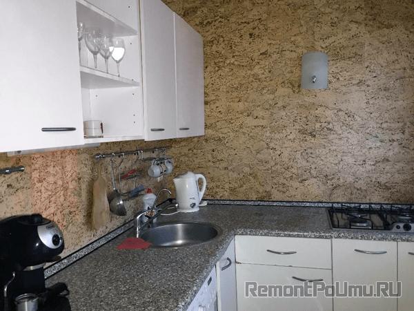 Отделка пробкой стен на кухне